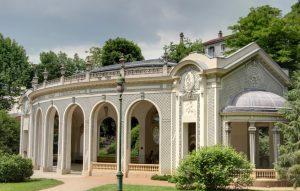 Von alters her sind die Thermes de Vichy die über alle Landesgrenzen hinaus bekanntesten Sehenswürdigkeiten der Stadt Vichy. (#2)