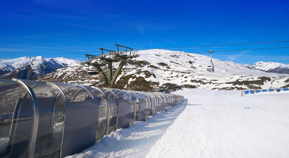 Sie sehen richtig! Wir befinden uns in Katalonien, genauer in dem Ski Resort im Aran Tal in den Pyrenäen, nahe dem Ort Baqueira auf der Hochebene am Cap de Baqueira. (#13)