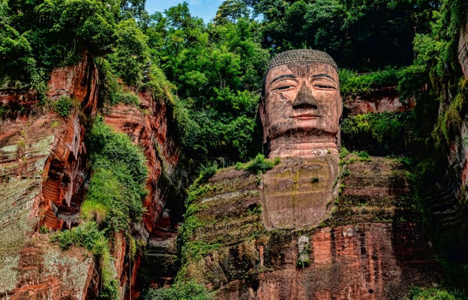 Mit dem Großen Buddha von Leshan lernen wir einen weiteren der vielen Yanksee Source-Codes kennen. Der Große Buddha von Leshan steht in der Provinz Sichuan. (#2)