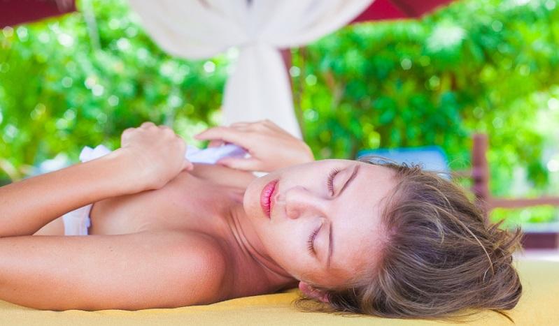 Eine Pauschalreise nach Khao Lak soll so richtig entspannend sein. Was eignet sich da besser, als ein wohltuendes Wellnessprogramm?
